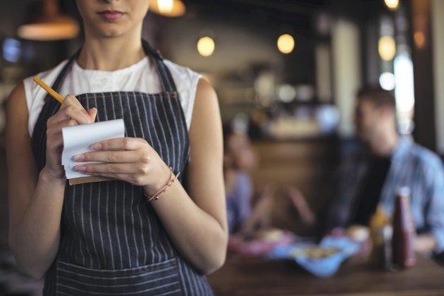 KUNDENS VELVILJE AVGJØR: Mange restauranteiere forsvarer lav timelønn med at resten dekkes av tips. Foto: Shutterstock