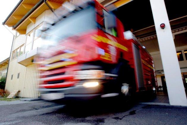«Med stigende puls har både naboene og jeg fortet oss ut, konstatert at her verken var røyk eller ild, og ringt brannvesenet – som for lengst hadde rykket ut. Hver gang har den røde bilen kommet om hjørnet som et olja lyn».