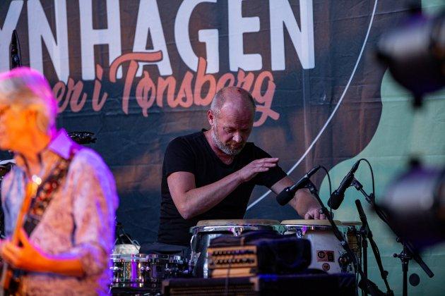 Rune Arnesen fra Nøtterøy var å se bak trommene.