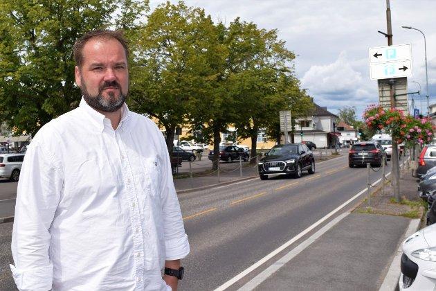 ENIG: Tormod Hanssen deler bekymringene til handelsstandsformann Anders Knutsen (bildet), som frykter at mye handel forsvinner fra Teie Torv hvis tilgjengeligheten med bil blir dårligere.