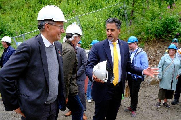 Det var kultur- og likestillingsminister Abid Raja som foretok selve avdukingen, og han uttalte blant annet at grunnsteinsnedleggelsen på Vemork er det mest ærefulle oppdraget han har hatt som kulturminister og politiker