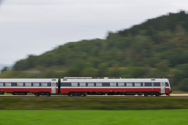Trønderbanen, jernbane, tog, togskinner, togspor, elektrifisering, Fotografert på Skogn i Levanger. *** Local Caption ***