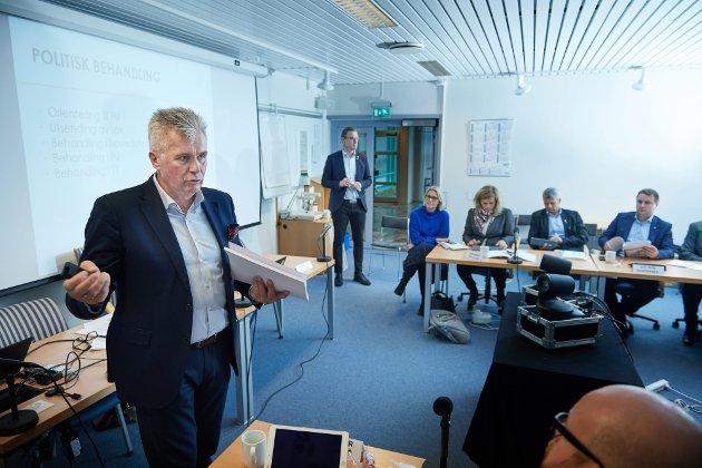 Fylkesrådmann Odd Inge Mjøen i Trøndelag fylkeskommune legger fram sitt forslag til budsjett 2018. *** Local Caption *** *** Local Caption ***
