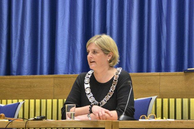 KUTT: Politikerne og ordfører Anne Berit Lein (Sp) bør tenke seg nøye om før de vedtar økonomiplanen, mener forfatterne. FOTO: Pia Marie Lerseth