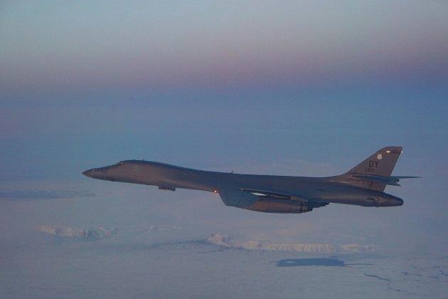 Et B-1B Lancer-fly på vei over nordpolen på vei til øving med norske kampfly i september i fjor. Innleggsforfatteren er bekymret for opptrappingen av militær styrke i Norge.