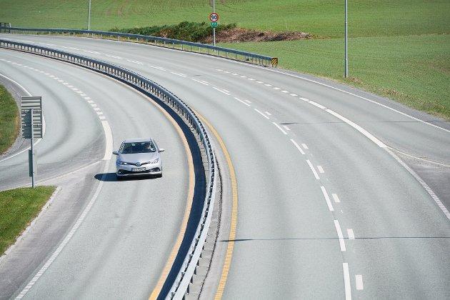 Bil, trafikk, E6, europaveg, vegutbygging, midtdeler, Heir-krysset i Levanger. Okkenhaugs-krysset.