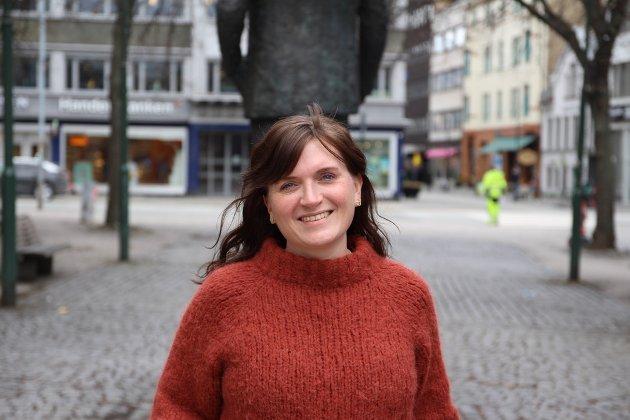 Det som er aller viktigst å aldri glemme, er også det som er vondest å huske. Som samfunn svikter vi de etterlatte og de overlevende om vi ikke bærer den smerten sammen med dem. Men svikter også kampen mot ekstremismen, og løftet om «aldri mer 22. juli», skriver Hanne Moe Bjørnbet, leder i Trondheim Arbeiderparti.