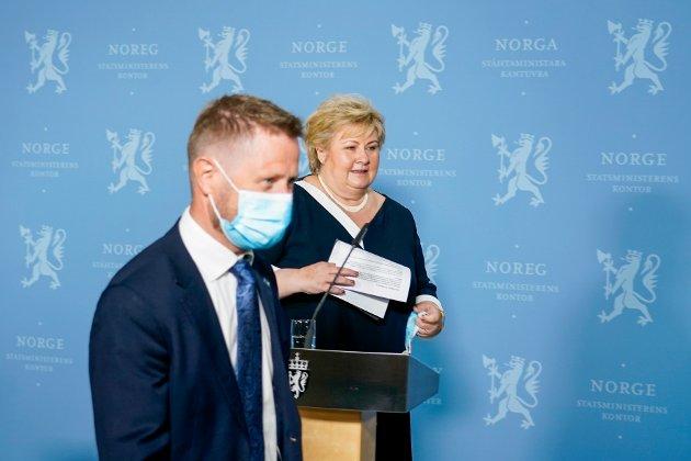 Oslo 20210505.  Statsminister Erna Solberg (H) og helse- og omsorgsminister Bent Høie (H) under en pressekonferanse om koronasituasjonen onsdag. Foto: Gorm Kallestad / NTB