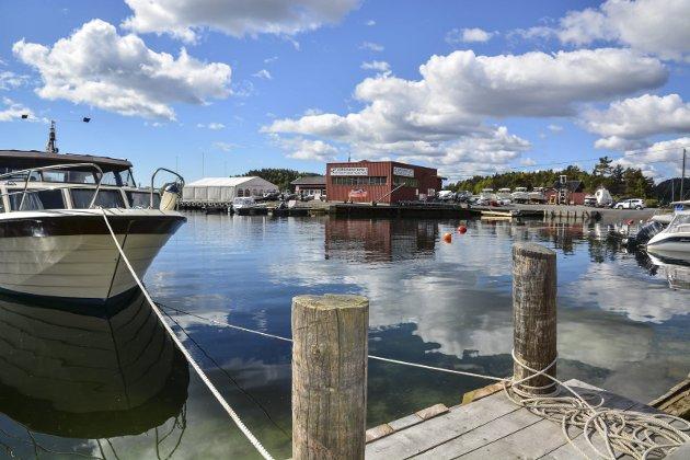 Sagesund: Fjordsenterets søknad om å utvide båthavna vekker debatt.