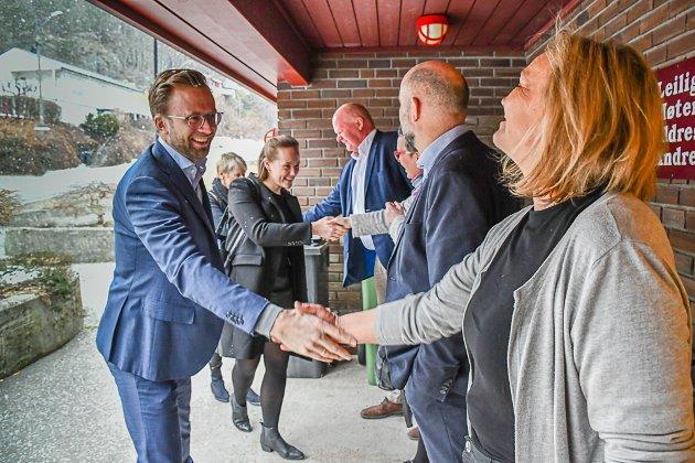 Digitaliseringsminister Nikolai Astrup besøkte Strannasenteret for å høre om appen Appetitus.