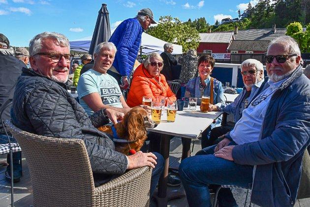 Storkoser seg. Fv Dag Øvernes, Steinar Try, Karin Øvernes, Kikki Eikaas, George Lindtvetd og Nils Jørgen Gundersen.