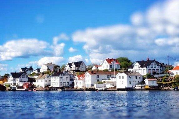 - Lyngør skiller seg ut i forhold til mange av de andre kystmiljøene ved at det er en kulturhistorisk svært viktig uthavn, skriver Knut Aall.