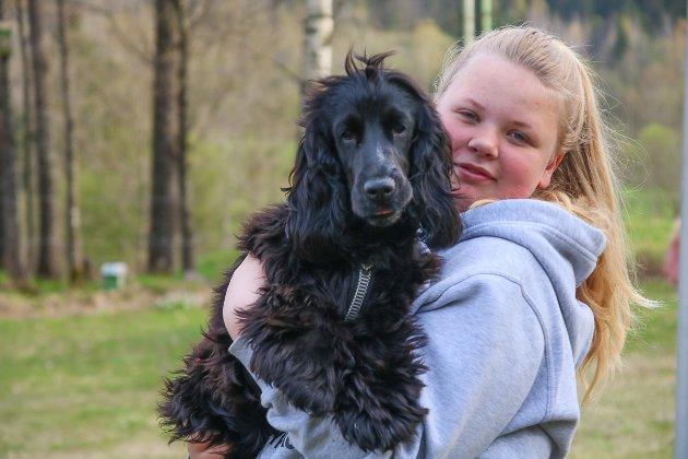 Bestevenner: Maren Lunde Ramleth (13) og hennes nye bestevenn; Cocker spanielen Ellie.
