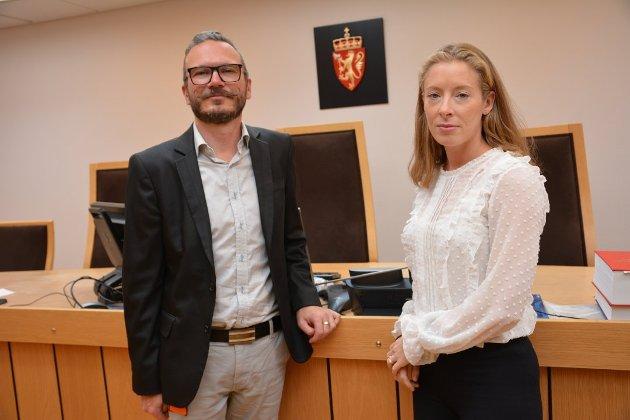 KAN FORSVINNE: Sorenskriver Pål Prestesæter og nyansatt dommerfullmektig, Sigrid Marie Tybring-Gjedde, kan miste arbeidsplassene ved Valdres tingrett til Buskerud, om forlaget til ny domstolstruktur går igjennom.