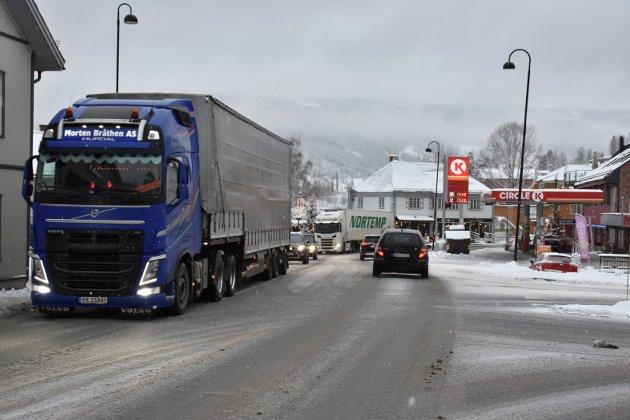 Trafikk: Det går mye tungtrafikk på E16 gjennom Fagernes sentrum. Nå trenger vi en løsning som tar kjøretøyene forbi sentrum.