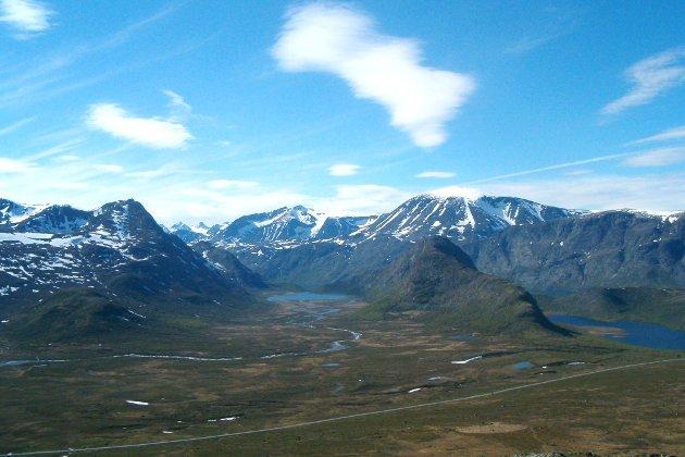 Jotunheimen: - Eg reknar med at fjella blir liggjande der lenge etter dette, upåverka av koronaviruset. God påske i Valdres, skriv Inger Kristiansen.