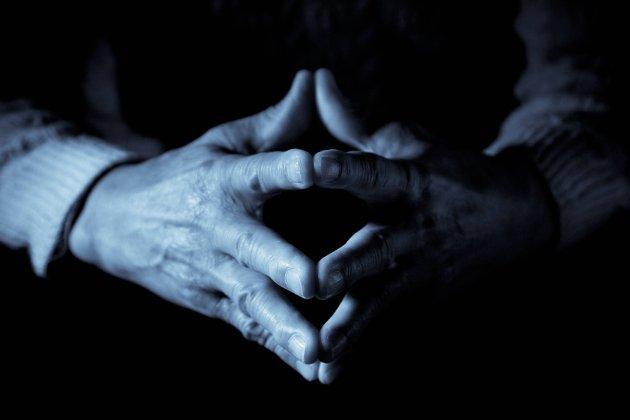 Tunge tider: – Det er lett å forstå at folk i alle aldre nå sliter og er lei. Likevel er det viktig å ikke krisemaksimere ved å definere stress, uro, angst, depresjon og ensomhet som store lidelser, skriver Inger Marie Flaaten. Illustrasjonsfoto
