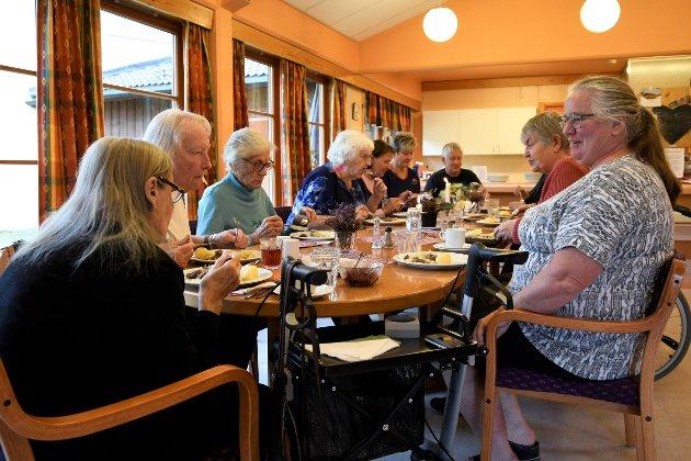 Det var mange på middag da Bagn og Reinli Sanitetsforening og Frivilligsentralen i Sør-Aurdal inviterte til bords.