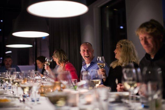 Stjernekokken Terje Ness tok turen til Son og restauranten Solsiden fredag kveld. Ness vant det som regnes som uoffisielt-VM i fransk kokkekunst, Bocuse d'Or i 1999. Hans besøk i Son var det mange som ville få med seg.