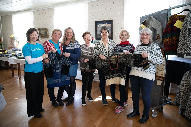 F.V Kate Furøy, Karin Grimsrud Ann Kristin Knudsen, Heidi Johnstad, Karin Lise Ombudstvedt, Trude Skage Andersen Annemor Sundbø kom fra Kristiansand for anledningen.