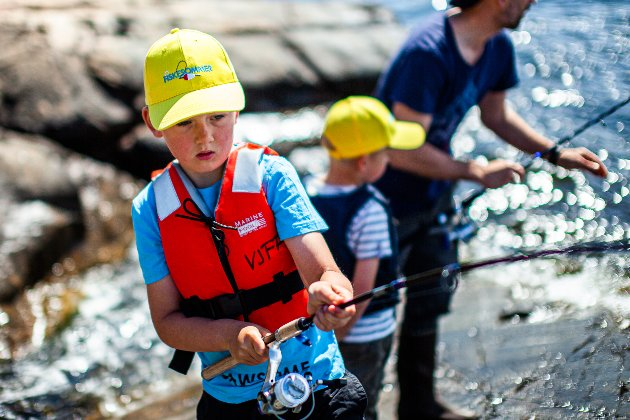 Vestby Jeger og Fiskeforening arrangerte Fiskesommer i strålende sol søndag. Både store og små koste seg med å fiske i havet og med pølser fra grillen.