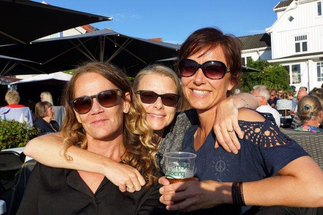 Tre venninner fra Vestby: Anne Lesteberg, Christel Flagestad fra Engene gård og Hege Divon koste seg på konsert.