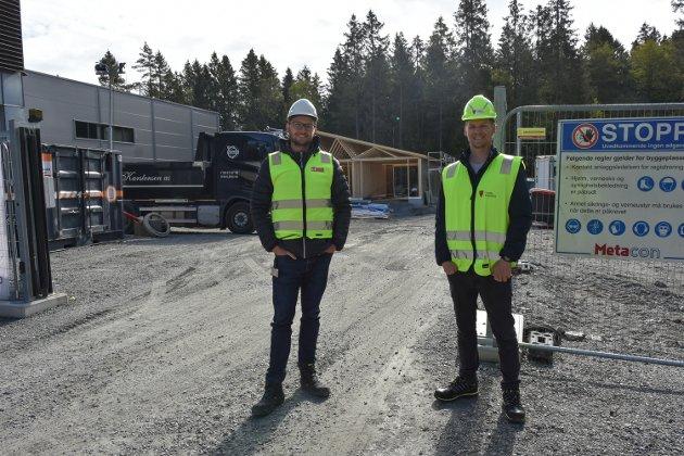 Prosjektleder for eiendom i Vestby kommune Hans Ola Krog og Martin Ludvigsen (Ap) fra Viken fylkeskommune.