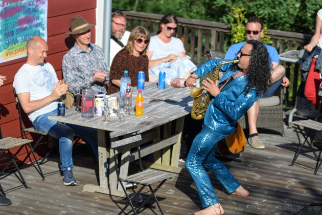 PRIVAT: Hagefest er et halv times festivalprogram som kunne bestilles hjem til deg. Her Jesse Hecman på besøk hos Torbjørn Mehl.