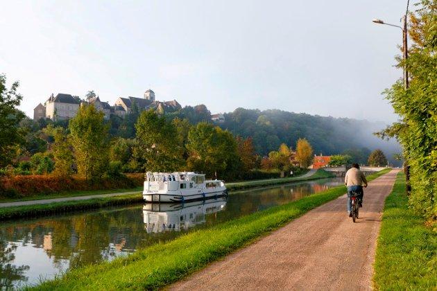 ROLIG IDYLL: Frankrike er blant de mest populære målene for kanalbåtferierende nordmenn. Her får man spektakulære natur-, kultur- og matopplevelser.