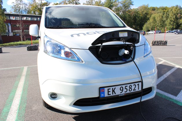 LITT LANG LADETID: Å lade Nissan e-NV200 til 80 prosent kapasitet tar mellom 40 og 60 minutter ved hurtiglading.