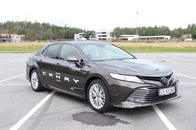TILBAKE IGJEN: Toyota reintroduserer storbilen Camry i Europa. Japaneren imponerer med høy komfort, god plass og lavt drivstofforbruk.