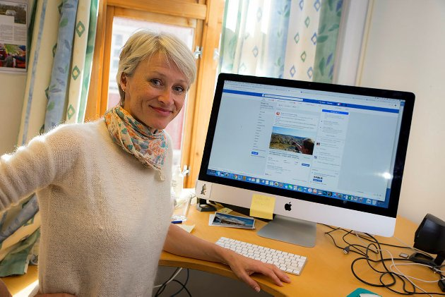 Helene Ødven, dagleg leiari Bergen og Hordaland Turlag, inviterer Mark Zuckerberg til Stølsheimen.