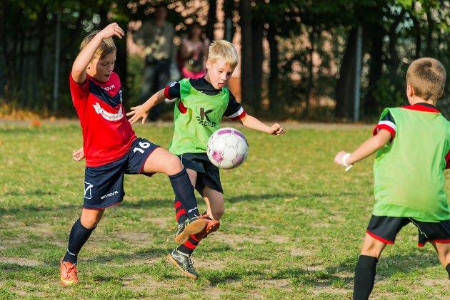 Å være en del av laget, en i gjengen – er viktig for de fleste barn som deltar i en aktivitet. Uansett om det er idrett, korps eller speideren. Å være den ene som alltid må ha med matpakke når de andre kan løpe til kiosken på stevnet, er ikke en god opplevelse.