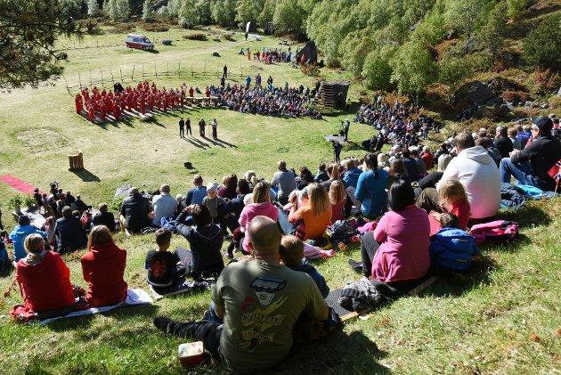 Kongelig ramme: Værgudene spilte på lag med arrangørene under kongebesøket på Vollmoen.