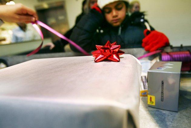 De færreste som strever økonomisk og på andre måter inn mot jul, ønsker historien sin i media, skriver Filip Rygg.