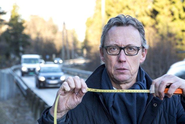 – Folk kjører med hjarta i halsen på E39 forbi Landsfengselet på Haukås, der meir enn 20.000 bilar møtest i døgnet på ein veg som er 5,9 meter brei, inklusive kvite striper. Vegen klassifiserer ikkje eingong til gul midtstripe etter Statens Vegvesen sin eigne manualar. Verre finst ikkje i heile kongeriket, eg har sjekka, skriv Jørund Vandvik. FOTO: EIRIK HAGESÆTER