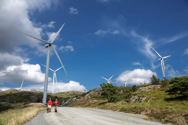 – Av ein eller annan grunn har vindturbin-industrien oreigna park-omgrepet og gjort det til sitt. Noko lengre vekke frå ein park kan mest ikkje tenkjast, skriv Oddny Miljeteig. Bildet er frå Midtfjellet på Stord.  FOTO : Eirik Hagesæter