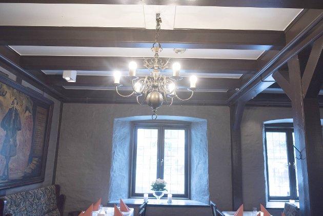 Messinglysekronen fra 1930-tallet er lånt fra Grand Hotell Terminus.