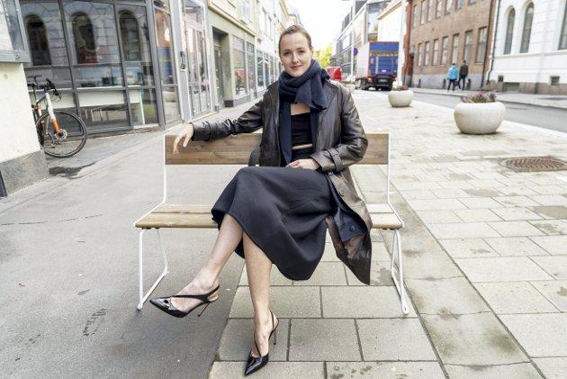 Renate Reinsve spiller Julie i «Verdens verste menneske». –Filmen er en påminner om at våre bekymringer ikke er unike, vi er alle litt rådville iblant, skriver Josefine Gjerde.