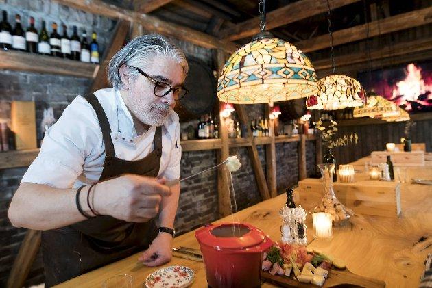 Den sveitsiske spesialiteten «fondue» er på menyen til Giovanni Sanchez og den nye «Osteria» i Skostredet.