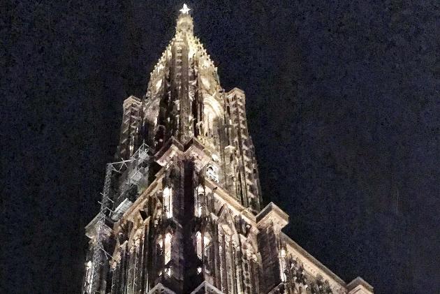 MEKTIG: Dette bildet av katedralen i Strasbourg ble tatt mandag kveld denne uken. Den er vakker utenpå, men enda finere innendørs.