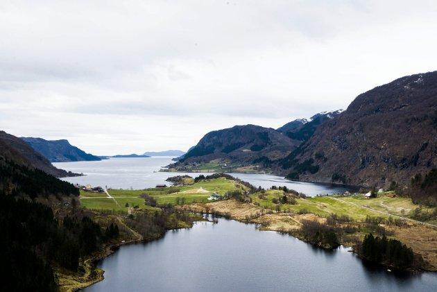 FØRDEFJORDEN: – Historien om bilene man kunne dumpe i Hornindalsvannet på faste dager i uken på 50- og 60-tallet kan få oss til å le i dag. Vi kan tenke at vi har kommet langt. Likevel har vi ikke det, skriv innsendarane i forbindelse med at Nordic Mining har fått driftskonsesjon.