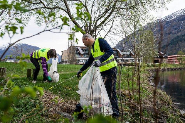 PLAST: Vigdis Tonning takkar Sunnfjord Miljøverk for at dei startar med innsamling av plast. – Plasten som vert innsamla ved hushaldningane hamnar i alle fall ikkje i havet, og dermed tek vi betre vare på miljø og dyreliv, skriv ho.
