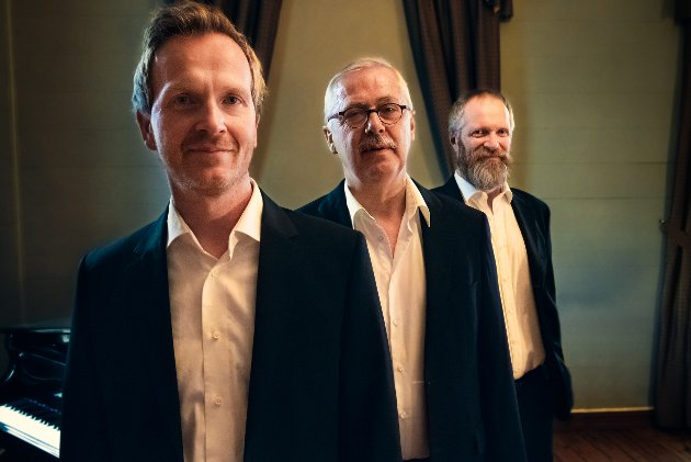 VÅR MANN: Aasmund Kaldestad (fremst) Lars Amund Vaage og Kyrre Eikås Ottersen gjer Aasmund Olavsson Vinje til vår mann.
