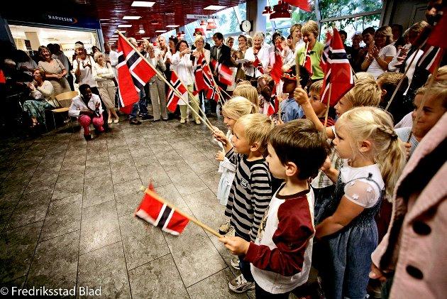 Markering av 50-års jubileum på Sykehuset Østfold, Fredrikstad (SØF): Barn fra Gudevold barnehage synger under jubileumsmarkeringen. Foto: Nils Harald Ånstad, 31.08.2006