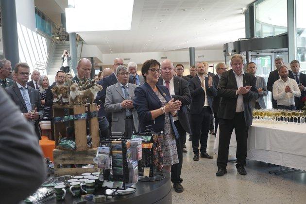 STOLT: Edel Storelvmo, styreleder ved Stiftelsen Narviksenteret kunne, kry bivåne den offisielle åpningen av Narviksenteret mandag.