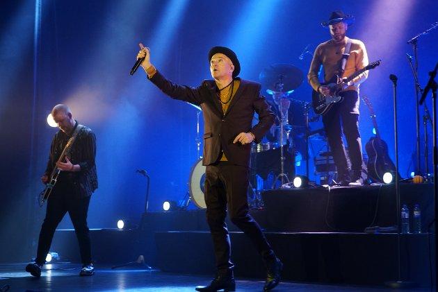 """STRÅLENDE: Morten Abel og bandet leverte nesten to timer med musikk hvor publikum fikk med seg artisten sine hits som «Be My Lover», """"Lydia"""", """"Tulipz"""", """"Hard To Stay Awake"""" og """"Frøken Vilikke"""", samt en knippe låter fra hans nyeste album"""