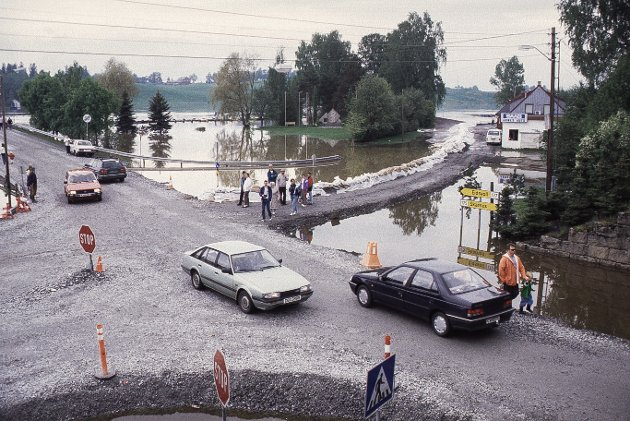 Bildet viser Bautaplassen og Høieveien på Årnes 5. juni 1995.