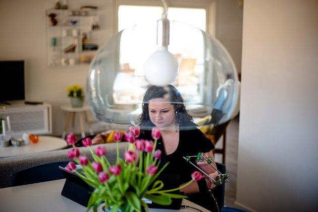 Kongsvinger-ordfører Margrethe Haarr styrer kommunen fra stua i Skriverksogen. Bilde fra april i fjor.