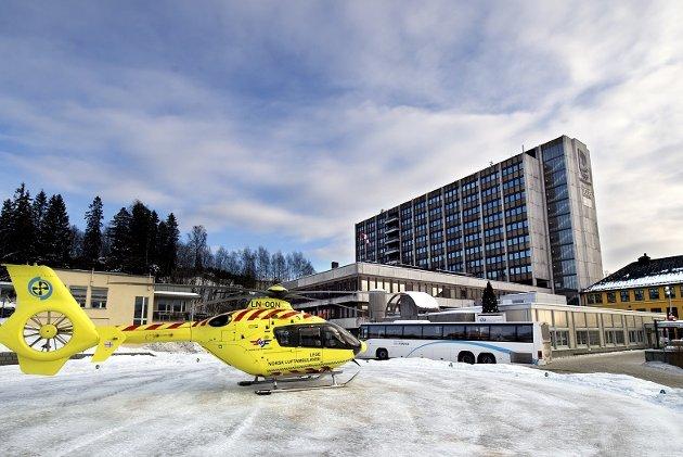 Fylkestingene i Hedmark og Oppland støtter byggingen av et nytt hovedsykehus i innlandet, men krever også bruk av eksisterende sykehus